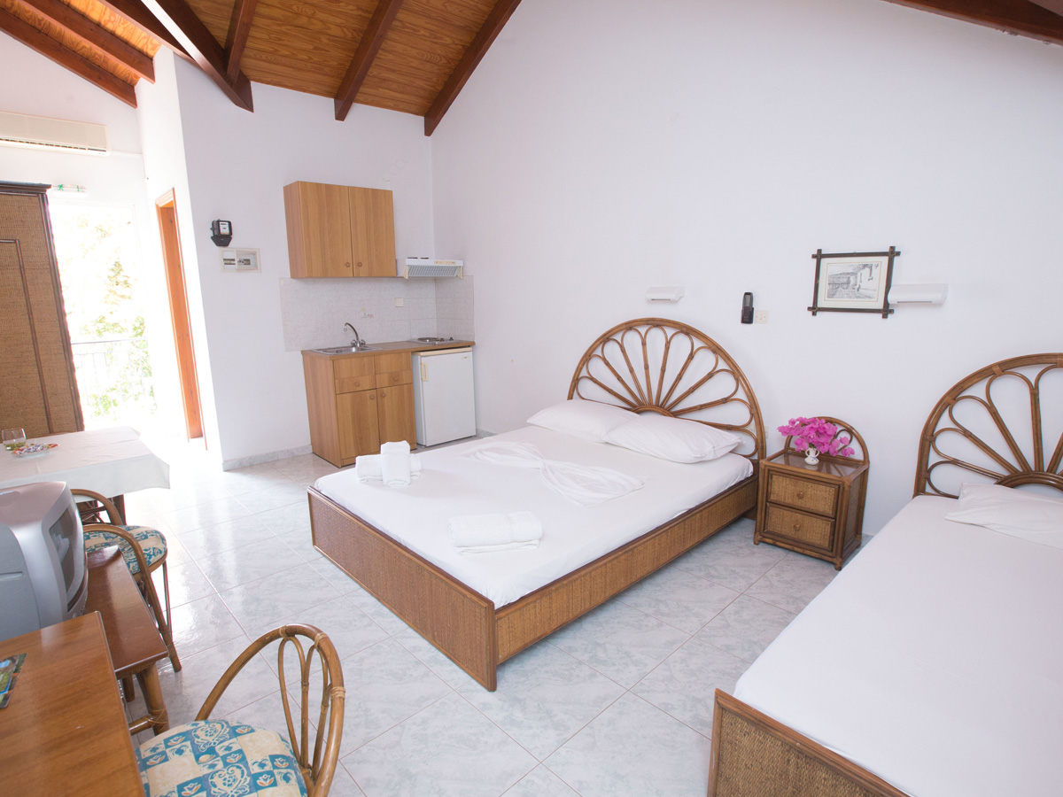 Kefalonia Rooms & Studios in Argostoli Kefalonia - Kefalonia Hotels Argostoli - Marina Studios & Rooms to rent in Argostoli Kefalonia - Cheap Argostoli Hotels - Studios & Apartments Argostoli Kefalonia - Cheap Kefalonia accommodation